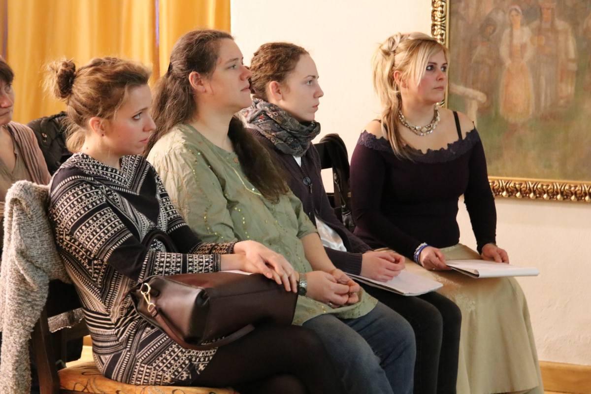 (Balról jobbra) Lipcsey Réka gyógypedagógus, Brokés Judit Veszprémi AutiSpektrum Egyesület elnöke,  Hurda Dóra és Szöllősi Eszter a Búzavirág Gyermemekért Egyesület elnöke.